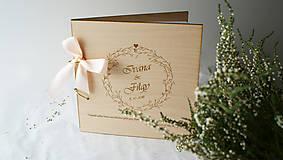Drevená svadobná kniha hostí