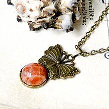 Náhrdelníky - Faceted Moonstone & Bronze Butterfly / Náhrdelník s fazetovaným mesačným kameňom v bronzovom prevedení - 7213287_