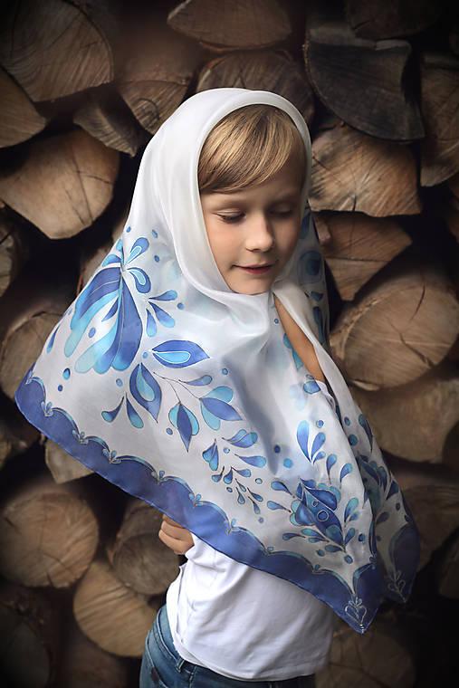 Maľovaná folk hodvábna šatka Anička...