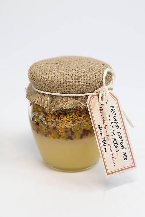 Pastovaný med s peľom a propolisom