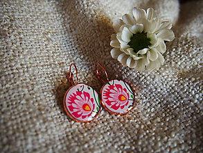 Náušnice - Visiace náušničky s ružovým folklórnym kvietkom - 7217878_