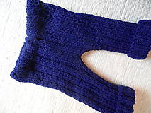 modre pletené nohavice