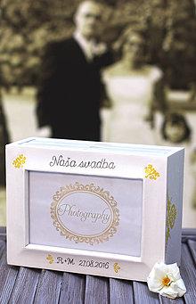 Rámiky - Drevený svadobný fotoalbum...v žltučkom - 7239298_