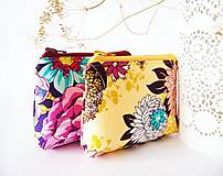 Taštičky - Kozmetická taštička malá - veľké kvety - žltá - 7239005_