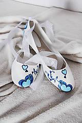 Obuv - jemné svadobné balerínky s modrým srdcom - 7239173_