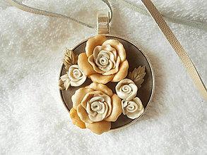 Náhrdelníky - Náhrdelník z polyméru,ruže - 7240020_