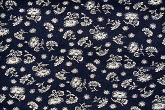 Textil - Látka Biele kvietky na tmavomodrej - 7243596_