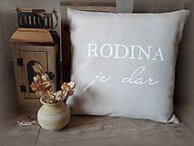Úžitkový textil - Rodina je dar II obliečka bielym písmom - 7245190_