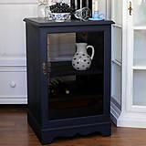 Nábytok - Tmavomodrá vitrínka možno aj na vínko - predaná - 7244529_