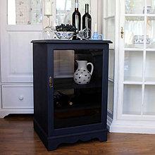 Nábytok - Tmavomodrá vitrínka možno aj na vínko - 7244522_