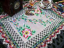 Úžitkový textil - Lukrécia - vyšívané a obháčkované prestieranie - 7244934_