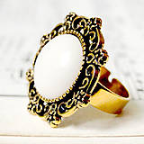 Prstene - Vintage Gold & White Jade / Prsteň s bielym jadeitom v starozlatom prevedení - 7248927_