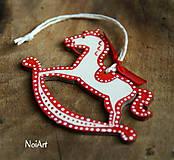 Vianočná ozdoba koníček folk bodkovaný