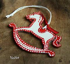 Dekorácie - Vianočná ozdoba koníček folk bodkovaný - 7257948_