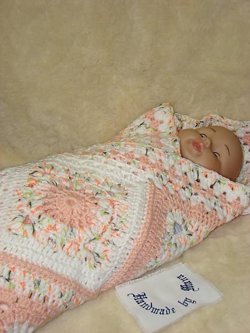 Háčkovaná detská deka marhuľovobiela