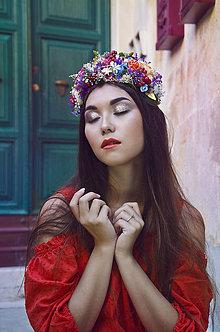 Ozdoby do vlasov - Výrazná pestrofarebná lúčna čelenka - 7264025_