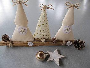 Dekorácie - Vianočné stromčeky s kvapkou zlatej na halúzkach - 7273128_