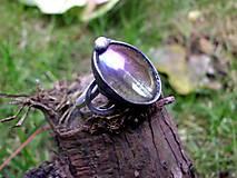 prsteň cín + oceľ s dúhovým sklom