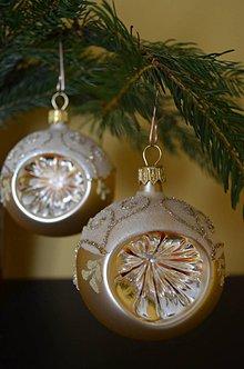 Dekorácie - Smotanovo-zlaté vypichované guličky - 7281967_