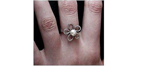 Prstene - Tepaný prsten - KVĚT - PERLA - hypoalergenní - 7280638_