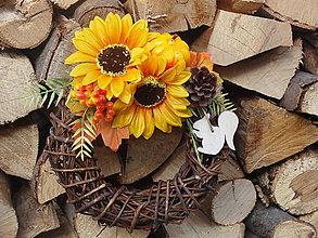 Dekorácie - Jesenný venček so slnečnicami a veveričkou - 7282236_