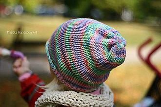 Čiapky - MULTICOLOR pletená čiapka z ručne farbenej superwash merino vlny - 7286337_