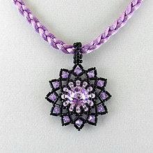 Náhrdelníky - Fialový náhrdelník so SW príveskom - 7284699_