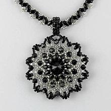 Náhrdelníky - Čierno-strieborný náhrdelník so SW príveskom - 7285429_