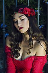 - Červený venček so zdobením na strane - 7284991_