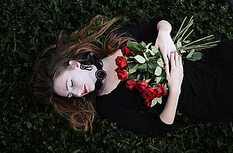Náušnice - Woman with roses - vyšívané náušnice - 7289669_