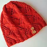 Detské čiapky - Pletená čiapka s vrkočovo dierkavým vzorom - 7293652_