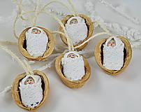 Dekorácie - Vianočné oriešky s bábätkom, biela čipka - 7297097_