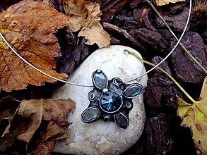Náhrdelníky - cínovaný náhrdelník - Swarovskeho kameň + Labradorit - 7298329_