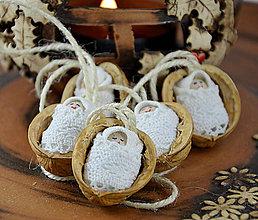 Dekorácie - Vianočné oriešky bábätkom, biela čipka - 7299848_