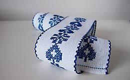 Úžitkový textil - Vyšívaná štóla na stôl srdiečko modré - 7312047_