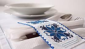 Úžitkový textil - Slávnostné vyšívané prestieranie - 7312105_
