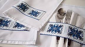 Úžitkový textil - Slávnostné vyšívané prestieranie - 7312115_