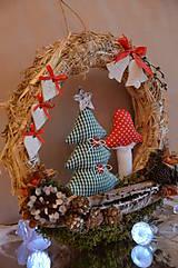 Dekorácie - Vianočný veniec zasnežená krajinka - 7310597_