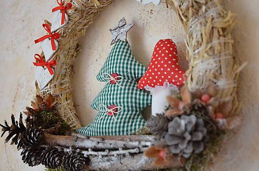 Vianočný veniec zasnežená krajinka