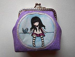 Peňaženky - Fialová minipeňaženka s dievčatkom - 7312856_