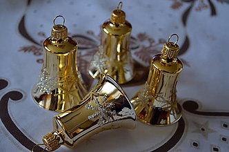 Dekorácie - Zlaté zvončeky s hviezdičkami - 7318562_