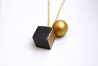 Náhrdelníky - Betónová kocka s polgulou zlatou - 7318881_