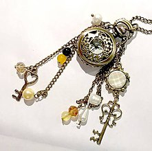 Náhrdelníky - Vintage Keys & Freshwater Pearls Watches Pendant / Hodinky na retiazke so sladkovodnými perlami a príveskami - 7326934_