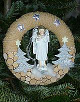 Prírodný vianočný veniec s anjelom