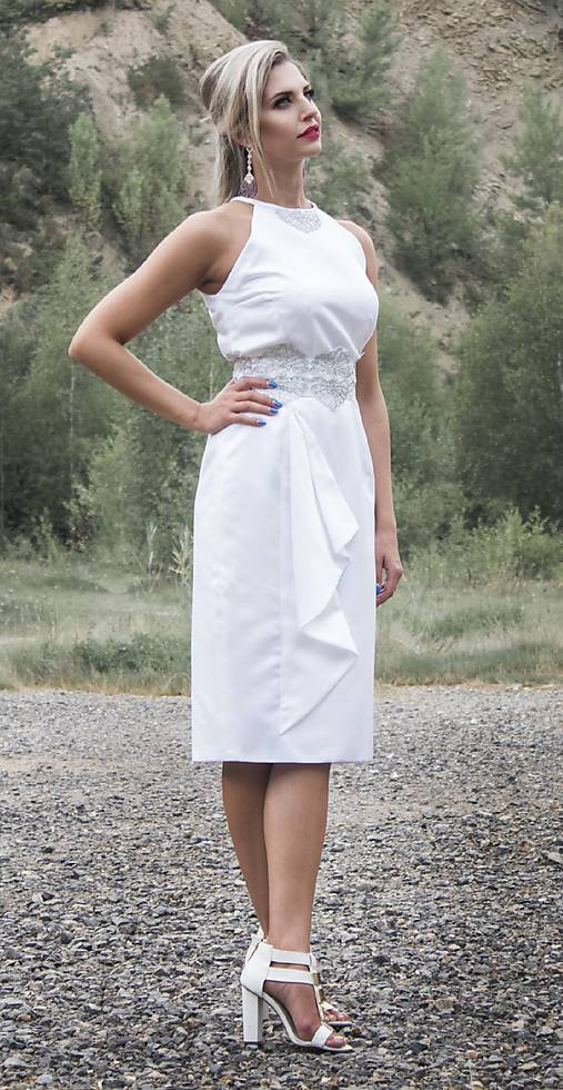 Krátke spoločenské svadobné šaty s aplikáciou   MO.IE.TI - SAShE.sk ... e0ce10f9605