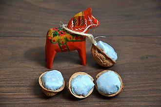 Dekorácie - Recyklované oriešky - bledomodré s ornamentmi - 7336188_