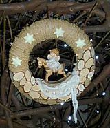 Prírodný venček s anjelikom v nočnej košieľke,........