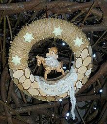 Dekorácie - Prírodný venček s anjelikom v nočnej košieľke,........ - 7337602_