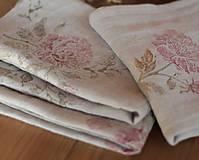 Úžitkový textil - Set troch ľanových utierok s ručnou potlačou ruží a pivónií - 7337811_