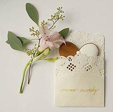Darčeky pre svadobčanov - SVADOBNÉ medovníkové  SRDIEČKA v papierovej čipke - 7345608_